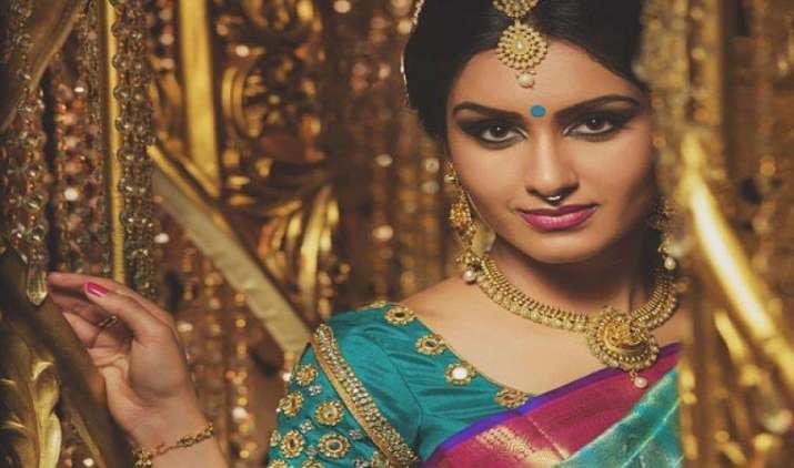 कमजोर मांग से सोना 100 रुपए प्रति दस ग्राम हुआ सस्ता, चांदी पहुंची 41,000 रुपए के नीचे- India TV Paisa