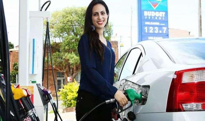 दिल्ली को यूरो-6 ईंधन की आपूर्ति अप्रैल से करने को तैयार तेल कंपनियां, प्रदूषण खत्म करने में मिलेगी मदद- India TV Paisa