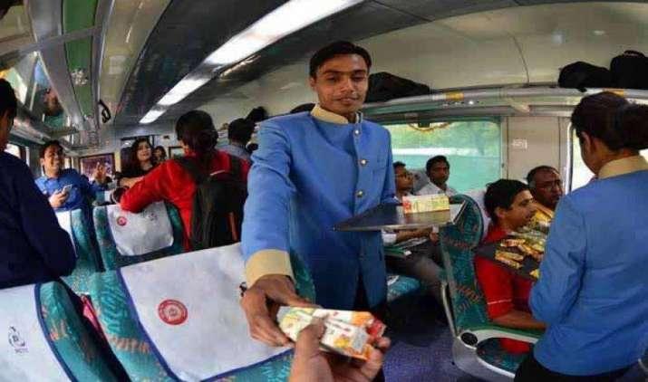 Coming soon: यात्री ट्रेन में खाने की क्वालिटी पर ऑनलाइन दे सकेंगे फीडबैक, रेलवे ने शुरू की टैबलेट स्कीम- IndiaTV Paisa
