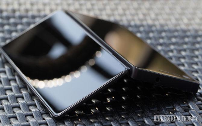 जेडटीई 17 अक्टूबर को बाजार में पेश कर सकती है फोल्ड होने वाला स्मार्टफोन, ये होंगी इसकी खासियतें- India TV Paisa