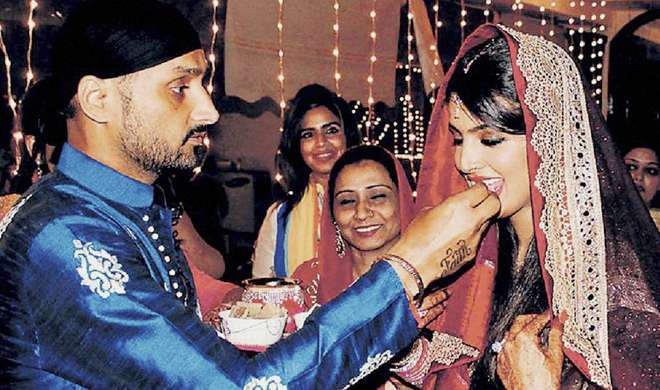 Harbhajan Singh with his wife Geeta Basra- India TV