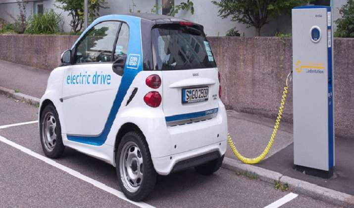 दिल्ली में 5.5 रुपए प्रति यूनिट देना होगा इलेक्ट्रिक कार को चार्ज करने का शुल्क, 42 रुपए में 100 किमी चलेगी कार- India TV Paisa