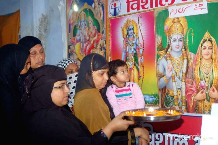 muslim-women-perform-aarti-of-lord-rama- India TV