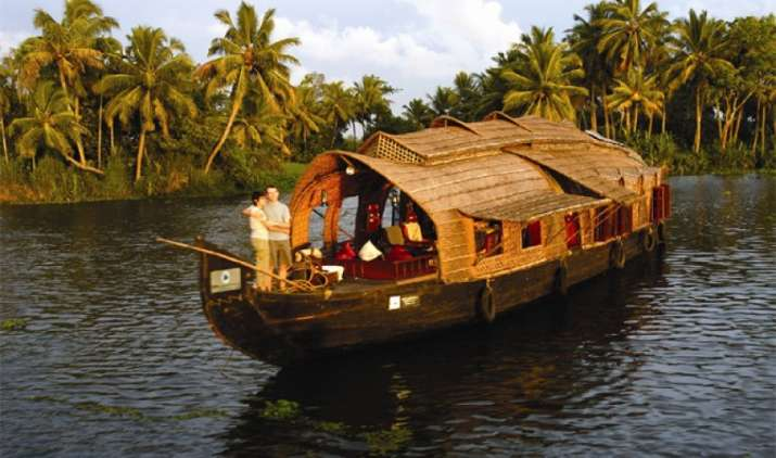 छुट्टियों में लीजिए घूमने और यात्रा का मजा, कहीं मिल रहा है 50000 का गिफ्ट तो कहीं फ्लाइट टिकट 15000 सस्ता- India TV Paisa