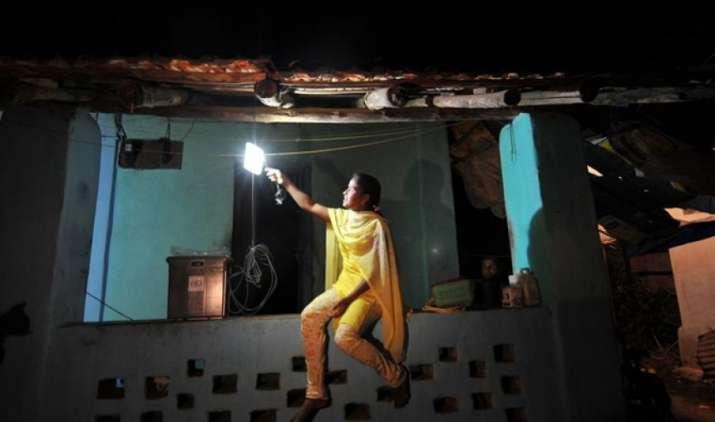 घरों को बिजली पहुंचाने के मामले में उत्तर प्रदेश, बिहार फिसड्डी, आधी जनसंख्या अंधेरे में- IndiaTV Paisa