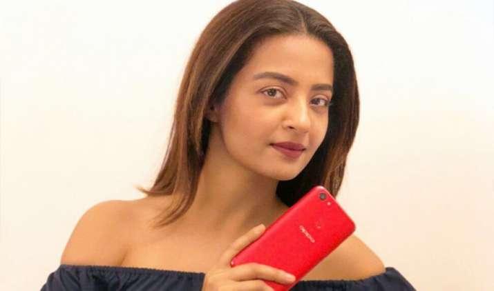 ओप्पो ने भारतीय बाजार में लॉन्च किया ओप्पो F5 स्मार्टफोन, कीमत है 24,990 रुपए- India TV Paisa