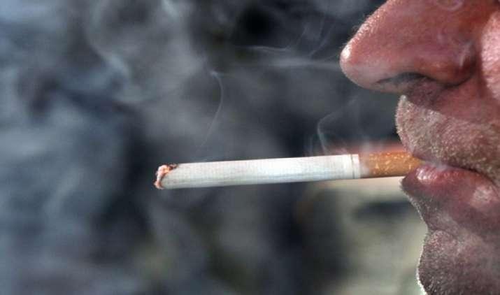 इस कंपनी ने खोजा सिगरेट छुड़ाने का अनोखा तरीका, स्मोकिंग न करने वाले कर्मचारियों को मिलेगी अधिक छुट्टी- India TV Paisa