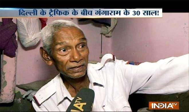 Delhi traffic old man- India TV