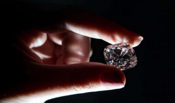 220.5 करोड़ रुपए में नीलाम हुआ दुनिया का सबसे बड़ा हीरा, बनाया वर्ल्ड रिकॉर्ड- India TV Paisa