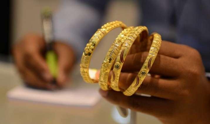 कल जितना बढ़ा था आज उतना घटा सोना, 30275 रुपए प्रति दस ग्राम है गोल्ड का नया भाव- India TV Paisa