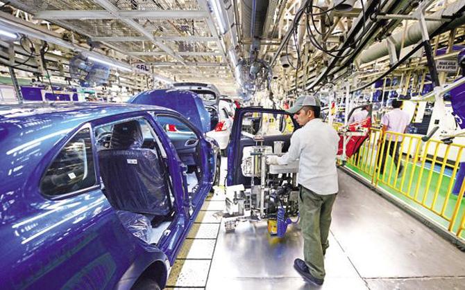 आठ बुनियादी उद्योगों की वृद्धि दर पड़ी धीमी, अक्टूबर में IIP रहा 4.7 प्रतिशत- India TV Paisa
