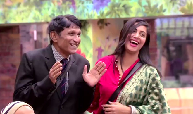 arshi khan father bigg boss 11- Khabar IndiaTV