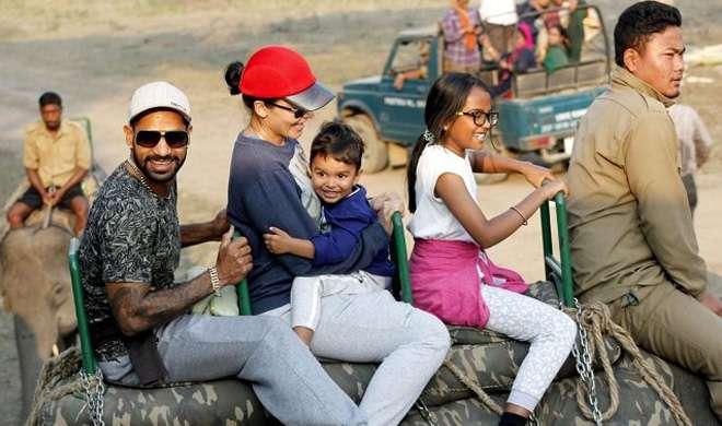 परिवार के शाथ धवन- India TV