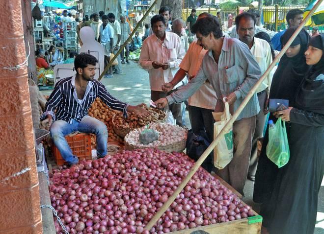 onion retail price surge- India TV Paisa