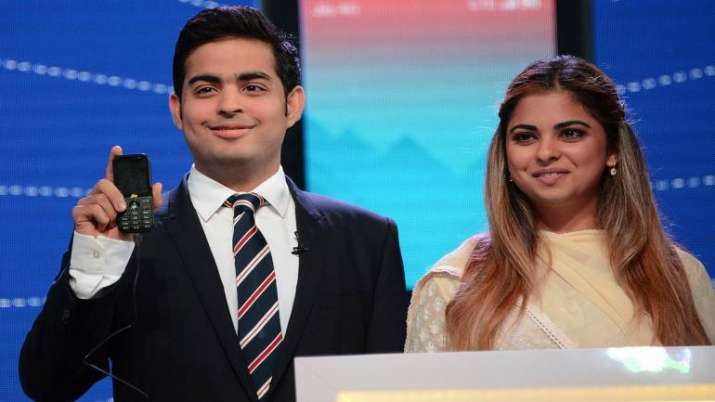 akash and isha ambani- India TV Paisa