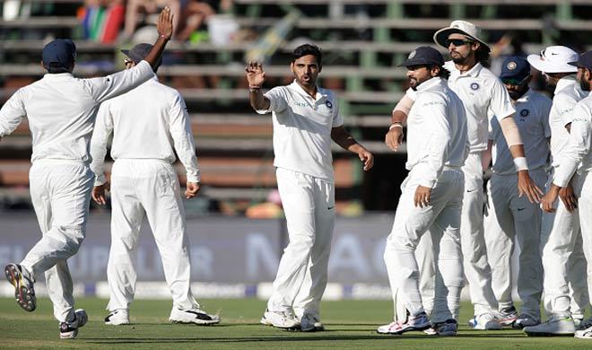 Bhuvneshwar with team mates- India TV