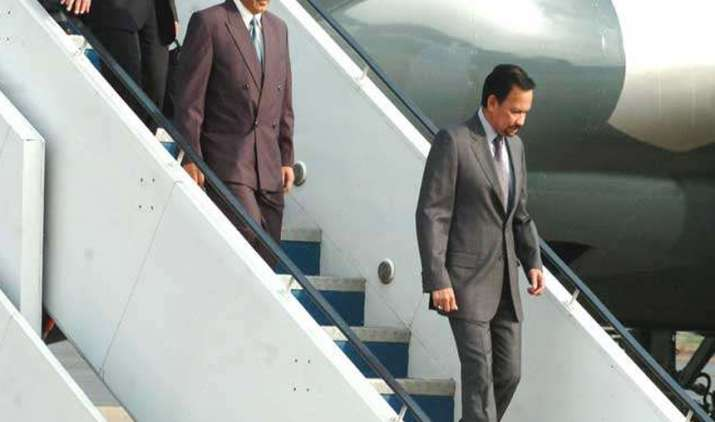 A-royal-surprise-Brunei-Sultan-Bolkiah-captains-aircraft-to-Delhi- India TV