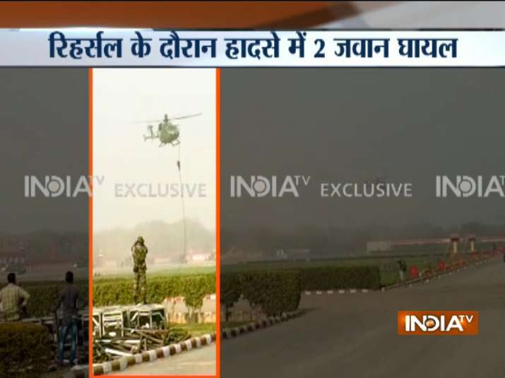 Army-jawans-fall-from-helicopter-while-rehearsing-for-Army-day-parade-in-Delhi- India TV