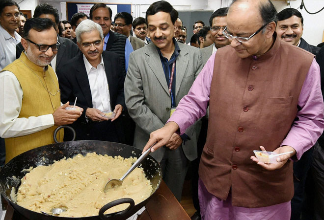 Halwa Ceremony- IndiaTV Paisa
