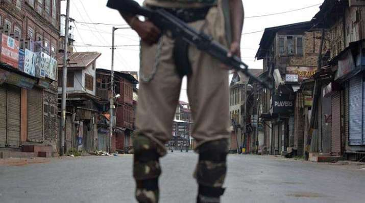 Jammu-Kashmir-Security-forces-nab-18-yr-old-Pune-girl-suspected-to-be-suicide-bomber- India TV