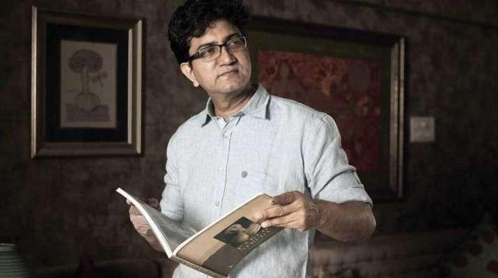 CBFC-chief-Prasoon-Joshi-skips-Jaipur-Lit-Fest-amid-threats-over-Padmaavat- India TV