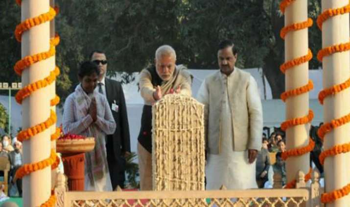 President-Kovind-PM-Narendra-Modi-pay-homage-to-Mahatma-Gandhi- India TV