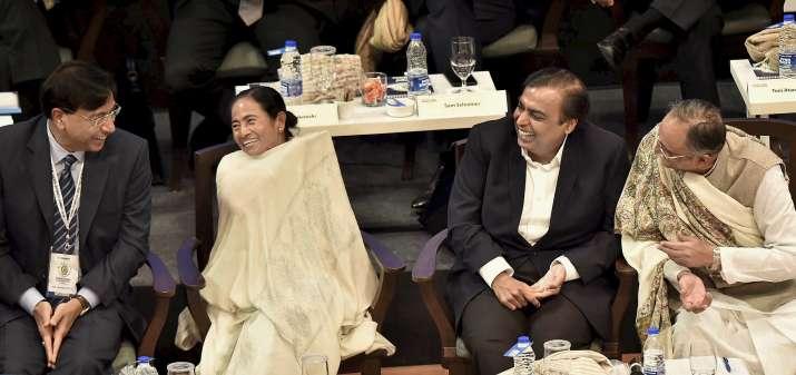 बंगाल वैश्विक कारोबारी सम्मेलन के दौरान मुख्यमंत्री ममता बनर्जी लक्ष्मी निवास मित्तल और मुकेश अंब- India TV Paisa