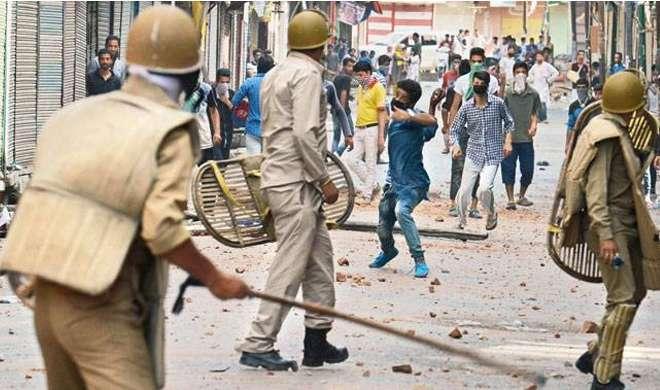 stone pelting- India TV