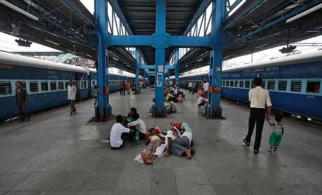 Train at Platform- India TV Paisa