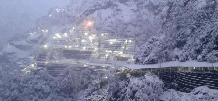 Weather-turns-chilly-after-rain-snowfall-in-Himachal-and-Kashmir- India TV