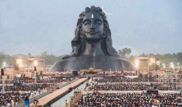 Sadhguru-Jaggi-Vasudev-and-3-lakh-devotees-immersed-in-Mahashivratri-celebrations- India TV