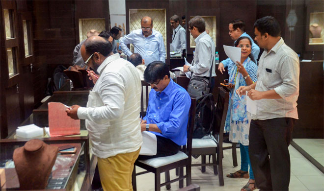 Thane: Enforcement Directorate team raids the Viviana Mall | PTI Photo- India TV