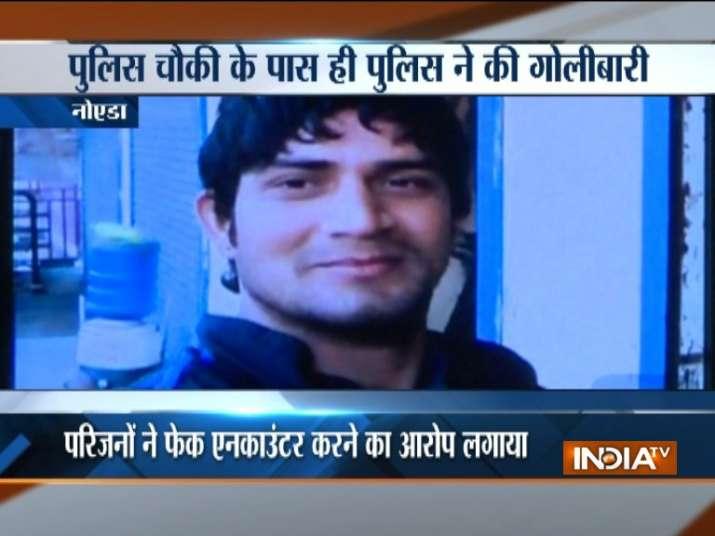 youth shot at in noida- India TV