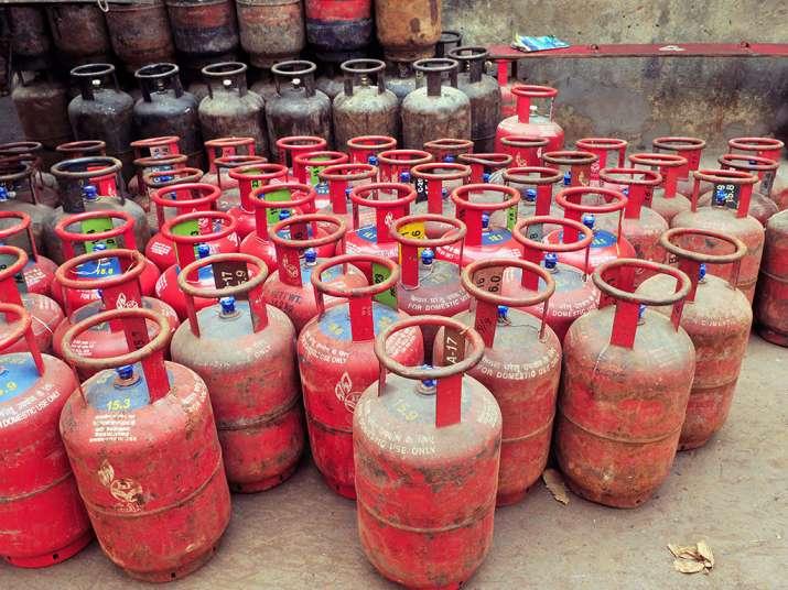 LPG Gas Cylinder, Price Cut, Budget 2018- IndiaTV Paisa