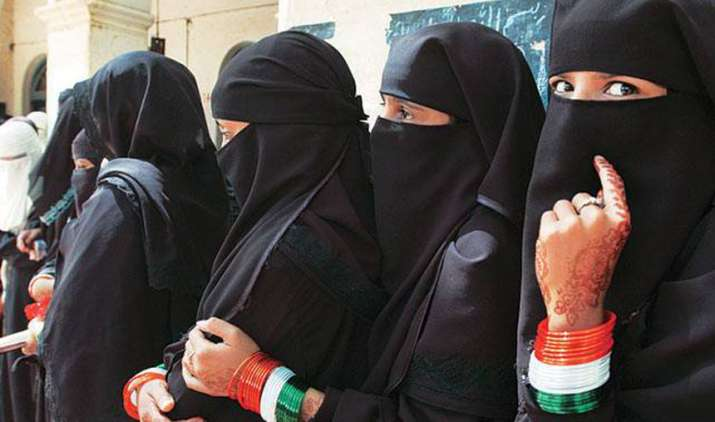 Fatwa-issued-against-muslim-women-allowing-male-shopkeepers-in-wearing-bangles- India TV