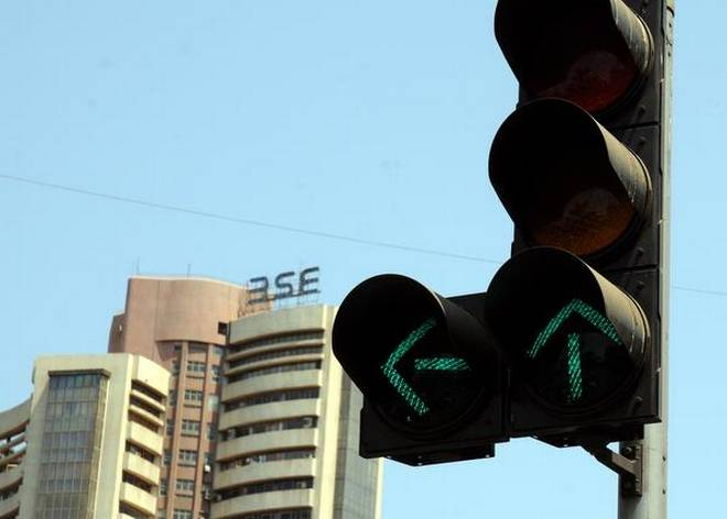 Sensex closes above 34300- India TV Paisa