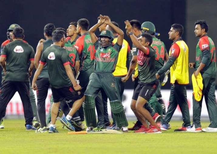 धवन को आउट कर बांग्लादेशी खिलाड़ियों ने फिर किया नागिन डांस- India TV