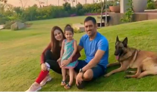 Dhoni with Family- Khabar IndiaTV