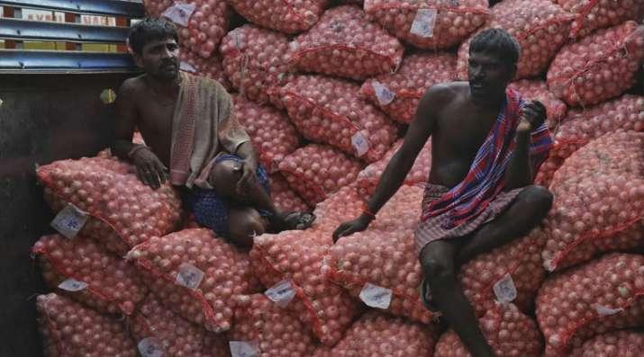 Onion export fall 20 percent- India TV Paisa
