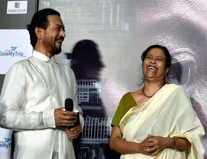 इरफान खान अपनी पत्नी...- India TV
