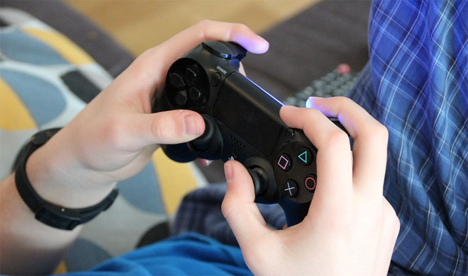 13-year-old girl dead after 9-year-old brother shoots her over video game controller | Pixabay- India TV