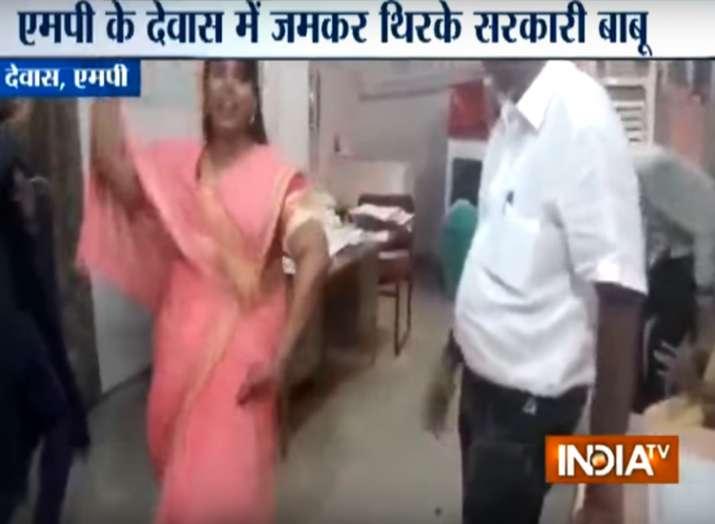 फिल्मी गानों पर...- India TV