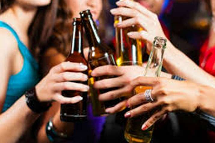 More than 5 drinks a week could shorten lives by years...- Khabar IndiaTV