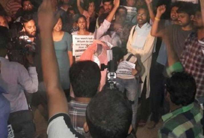 Several Injured in JNUSU-ABVP Clashes Over 'Love Jihad' Film- India TV