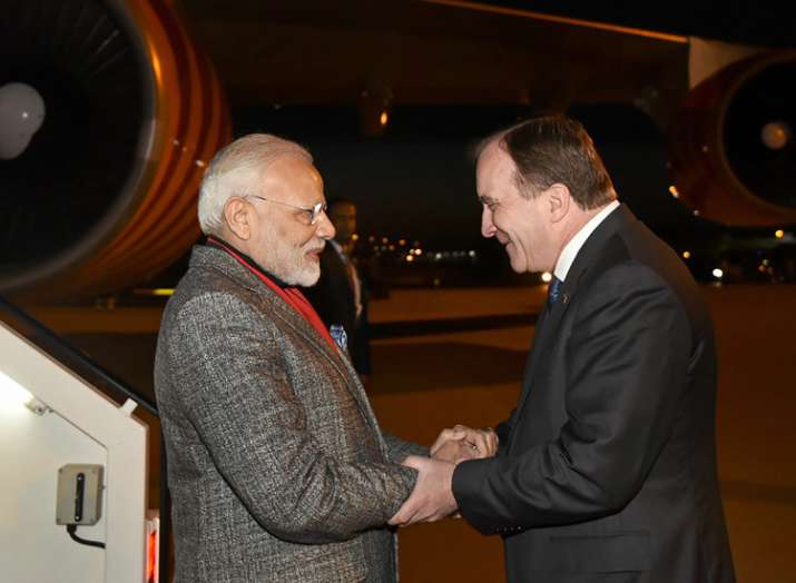 Prime Minister Narendra Modi being welcomed by the Prime...- Khabar IndiaTV