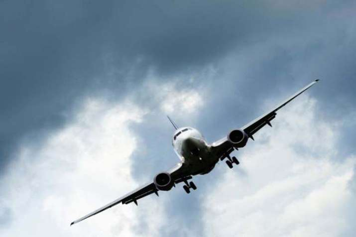 IndiGo, Air Deccan planes avert mid-air mishap - India TV