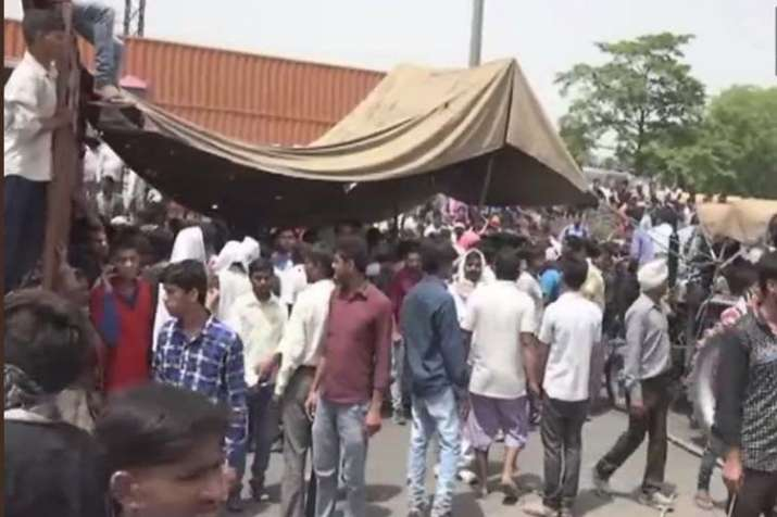 Martyr villagers agra angry - India TV