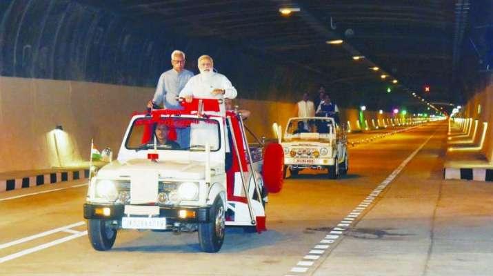 modi on open jeep- India TV Paisa