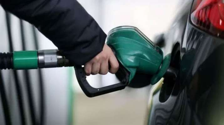 Oil companies cut Petrol and Diesel price first time after 16 days- India TV Paisa