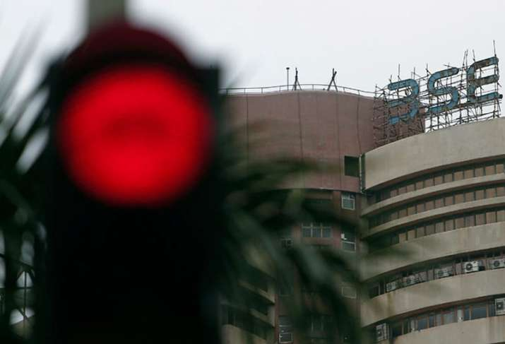 Sensex falls below 35400 - India TV Paisa